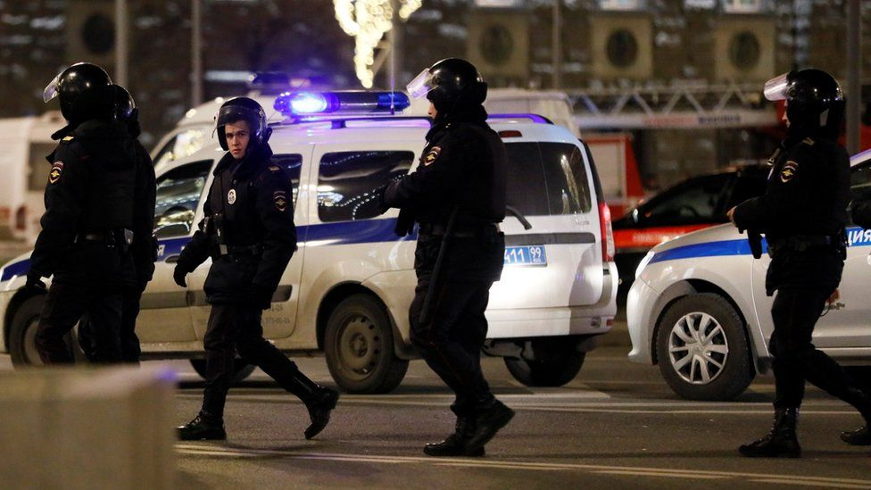 Armed officers respond to a shooting incident near the Federal Security Service (FSB) building in Moscow, 19 December 2019