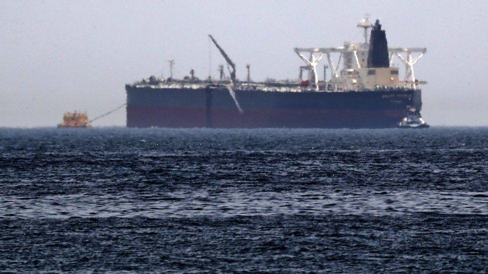 Irán informa de dos explosiones en uno de sus petroleros cerca de Arabia Saudita