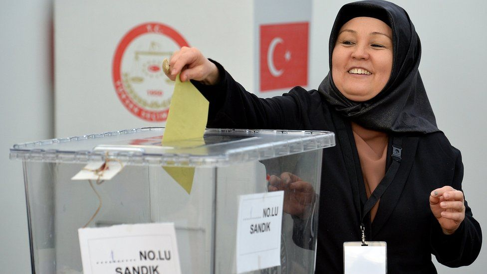 A woman casts her vote for the Turkish constitution referendum, in the Turkish consulate general in Cologne, Germany, 27 March 2017