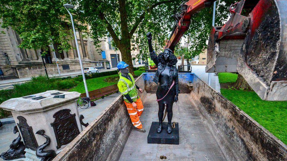 The sculpture of Jen Reid in a lorry