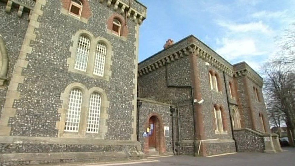 HMP Lewes 'getting worse' despite special measures, inspectors find