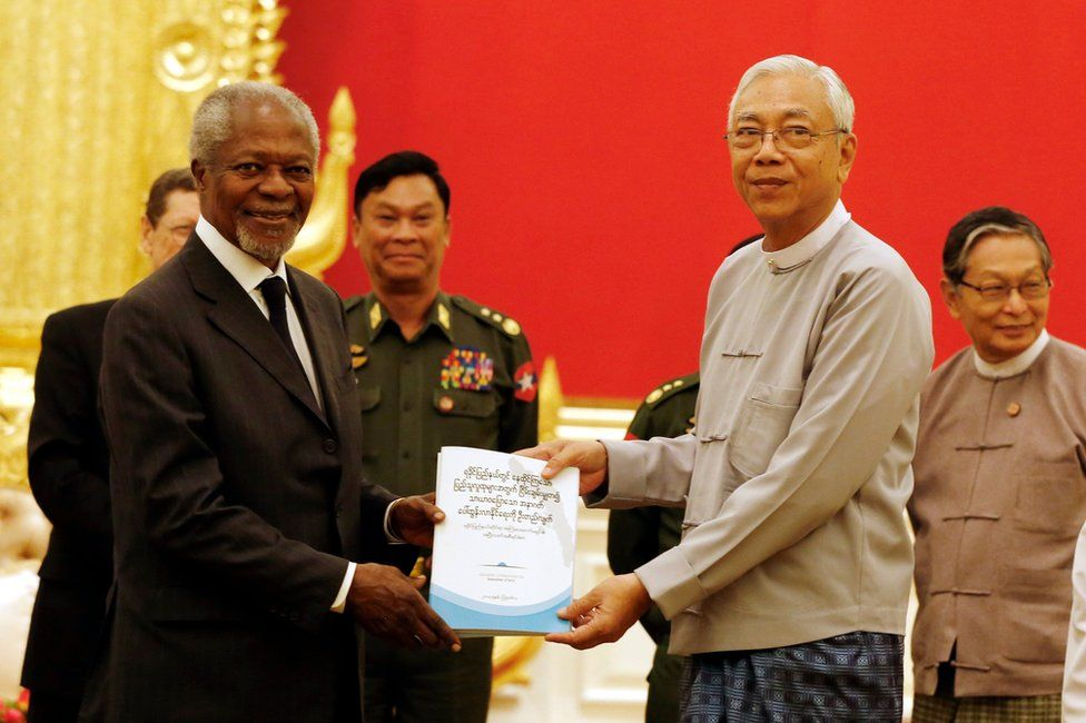 Myanmar's President Htin Kyaw (R) receives a finalized report from the Advisory Commission on Rakhine State from former United Nations (UN) Secretary General Kofi Annan (L) during their meeting at the Presidential House in Naypyitaw, Myanmar, 23 August 2017.