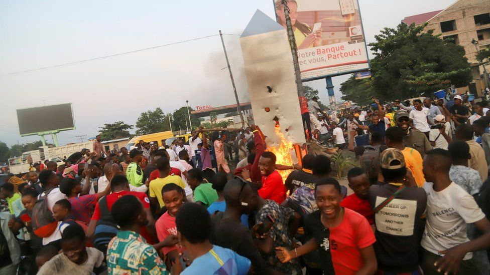 Residents set fire to the mysterious monolith that appeared in Kinshasa, Democratic Republic of Congo -17 February 2021