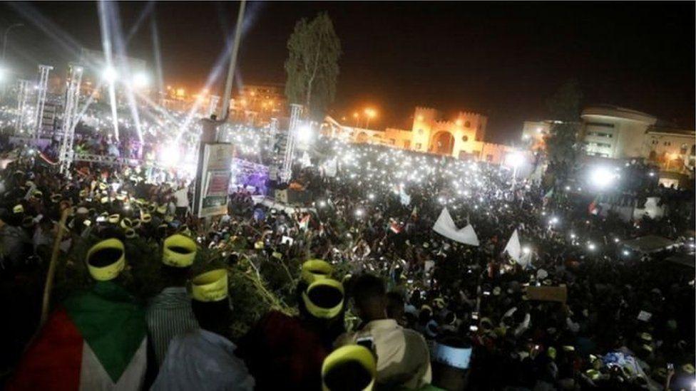 Au Soudan, les manifestants suspendent le dialogue avec l'armée