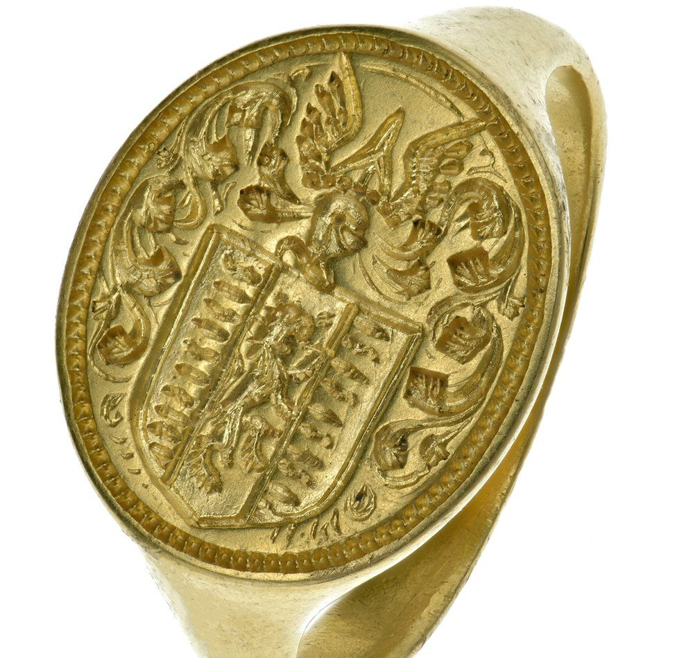 The ring is expected to attract £10,000 at auction