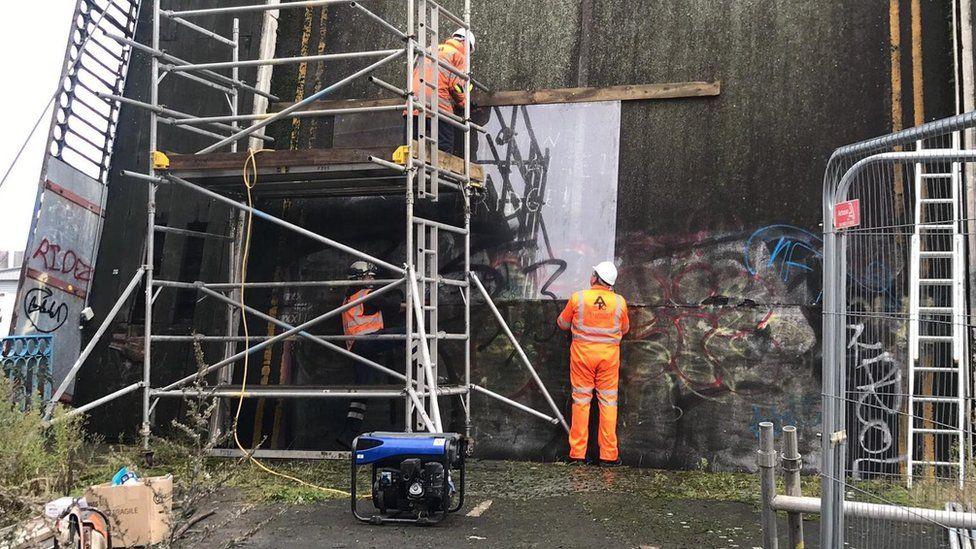 Hull Banksy mural removed from disused bridge