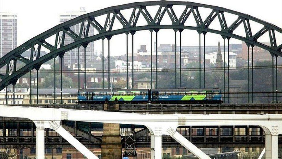 train on Tyne Bridge