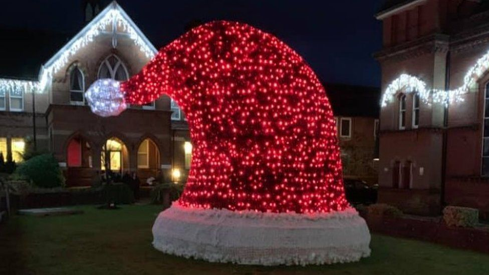 Alton's Santa hat display