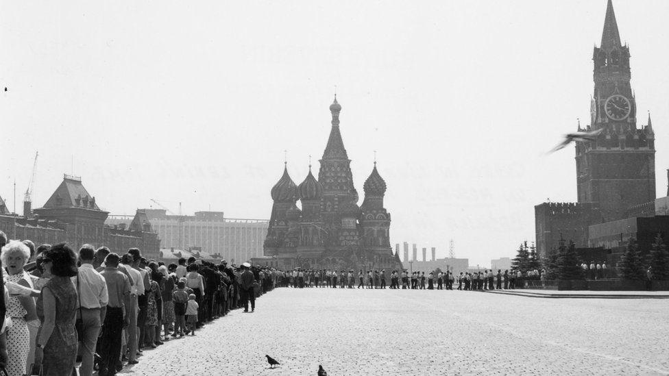 莫斯科紅場上排隊等候瞻仰列寧靈柩的人潮(約1950年代)