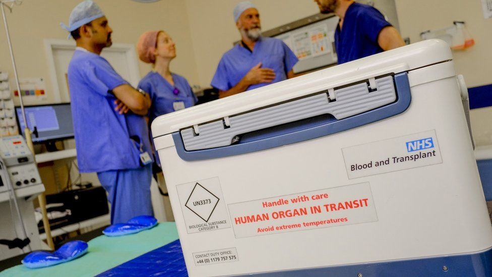 box with organ for transplant reading 'handle with care: human organ in transit'