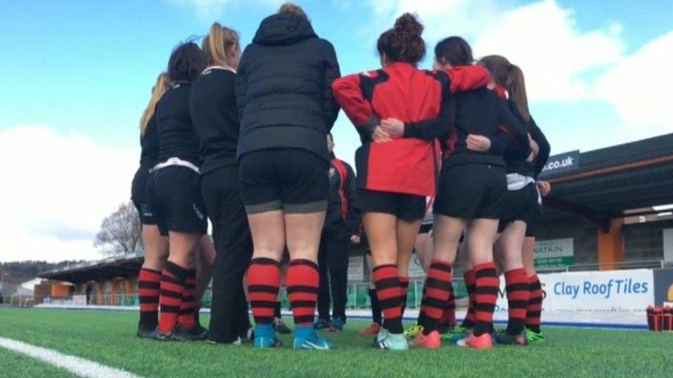 Girls rugby huddle