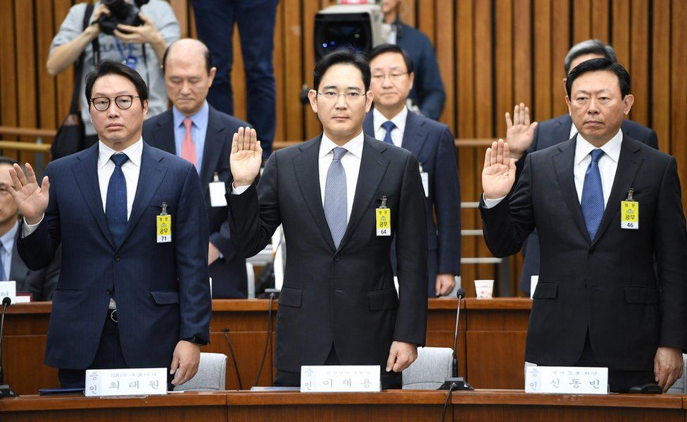 SK Group chairman Chey Tae-Won, Samsung Group's heir-apparent Lee Jae-Yong and Lotte Group Chairman Shin Dong-Bin take an oath during a parliamentary probe into a scandal engulfing President Park Geun-Hye at the National Assembly in Seoul on 6 December 2016.