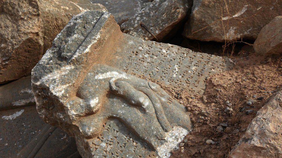 Damaged Assyrian artefacts at Nimrud (15 November 2016)