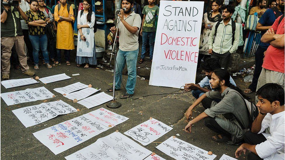 A protest by the students of Jadavpur University against domestic violence on women has taken place in front of the main campus of Jadavpur University