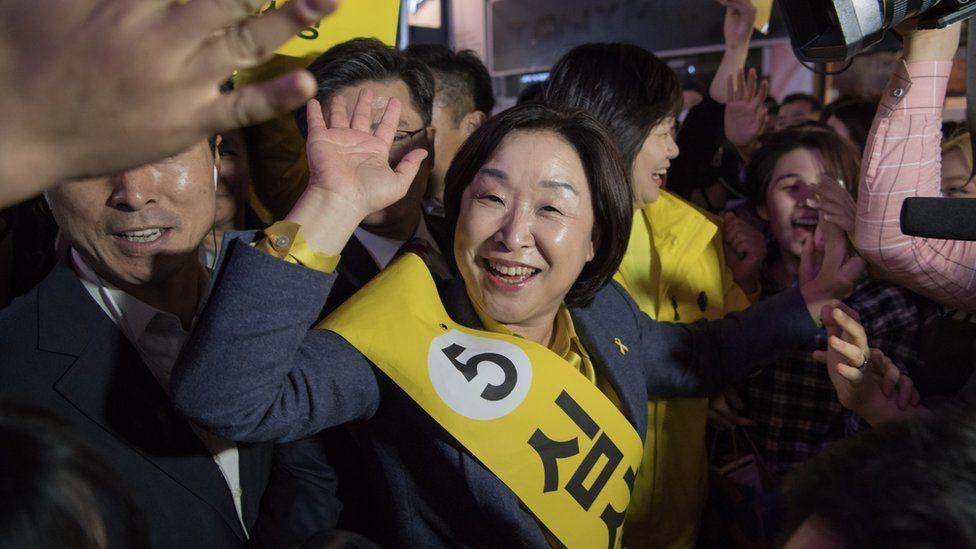 Sim Sang-jeung campaigning (6 May 2017)