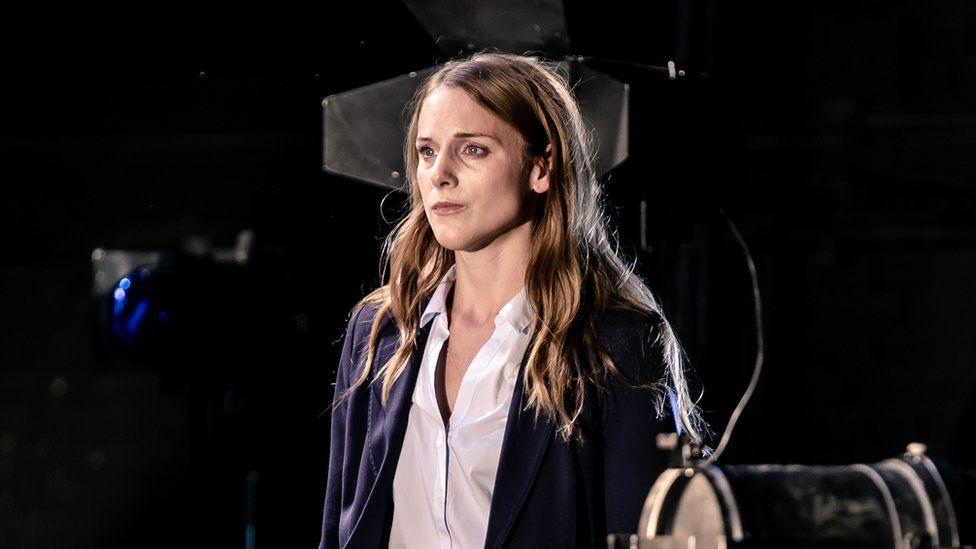 Kelly Gough as Elizabeth de Valois