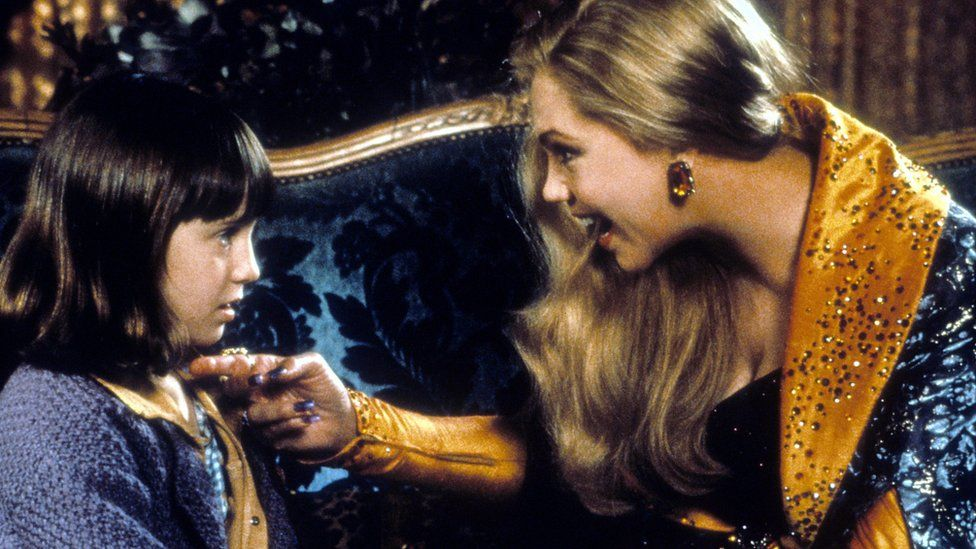 Mara Wilson and Kathleen Turner in A Simple Wish