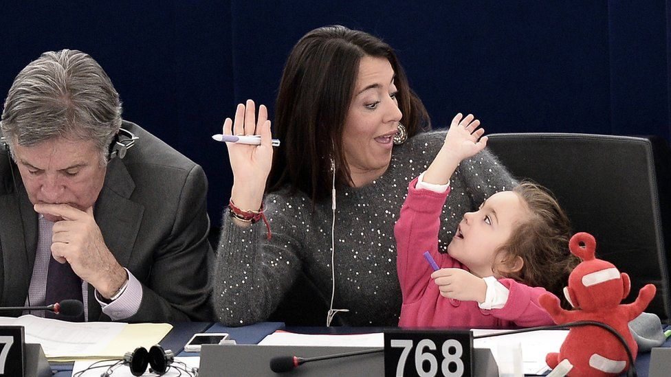 Licia Ronzulli with her daughter in the European Parliament