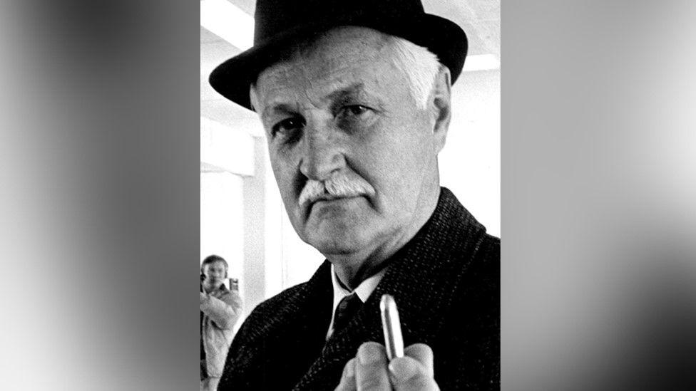 Scott Werner, FBI special agent in Denver, holds a 7.62mm bullet, 31 October 1969