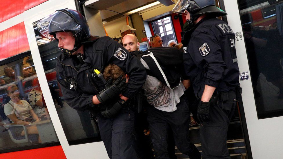 """Police arrest a man on a platform of Friedrichstrasse station after a demonstration of the """"Alternative for Germany"""" (AfD) party at the main station in Berlin, Germany, 27 May 2018."""