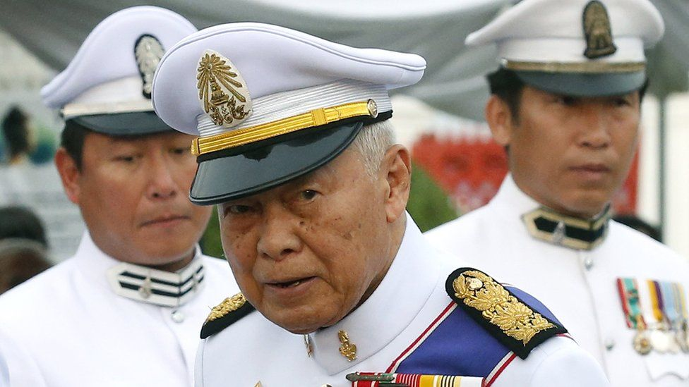 Thai Privy Council President and former Thai Prime Minister General Prem Tinsulanonda (C) attends a Buddhist ceremony in Bangkok on 25 October, 2016