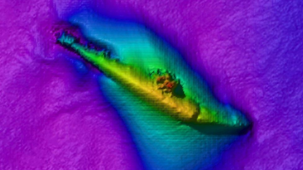 Sonar images shows a top-down view of HMS H5