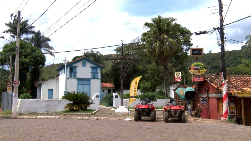 Macacos town centre