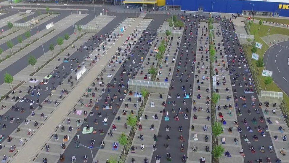Coronavirus: German Ikea car park used for mass Eid prayer - BBC News