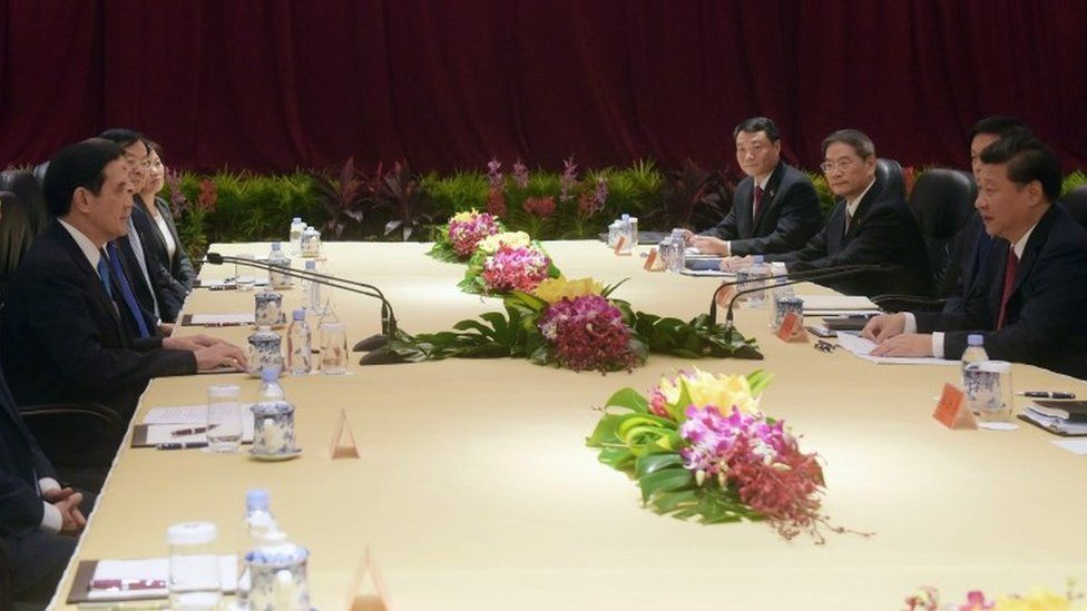 The Chinese and Taiwanese leaders meet in Singapore, 7 November 2015