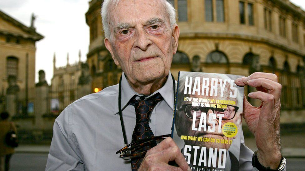 Harry Leslie Smith with his book Harry's Last Stand