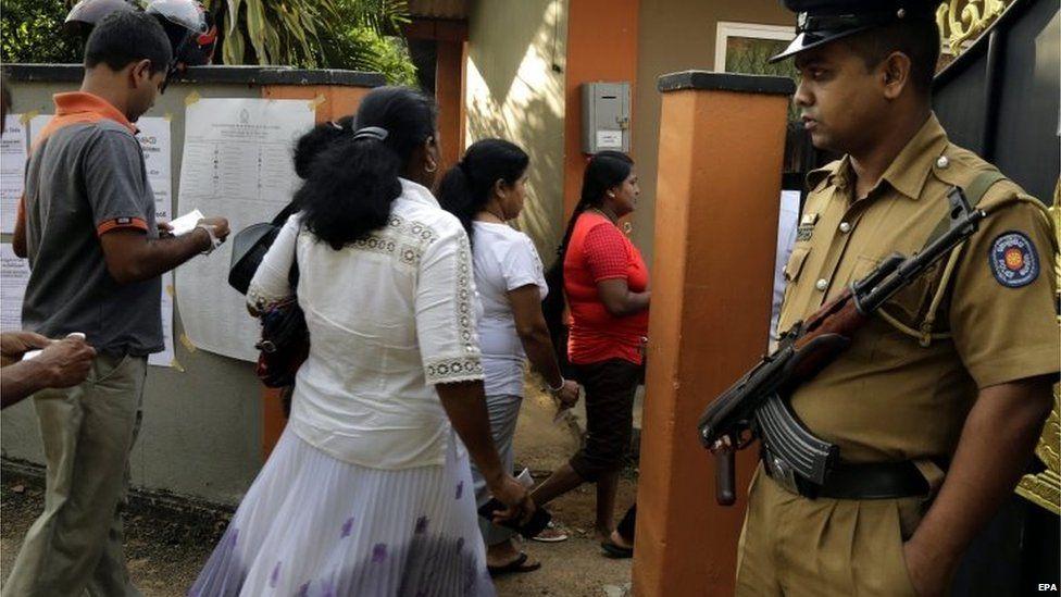 Polling station in Makola, Colombo, Sri Lanka (17 Aug 2015)