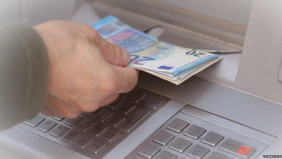 Como funciona o golpe que fez com que caixas eletrônicos europeus cuspissem milhões em notas de dinheiro
