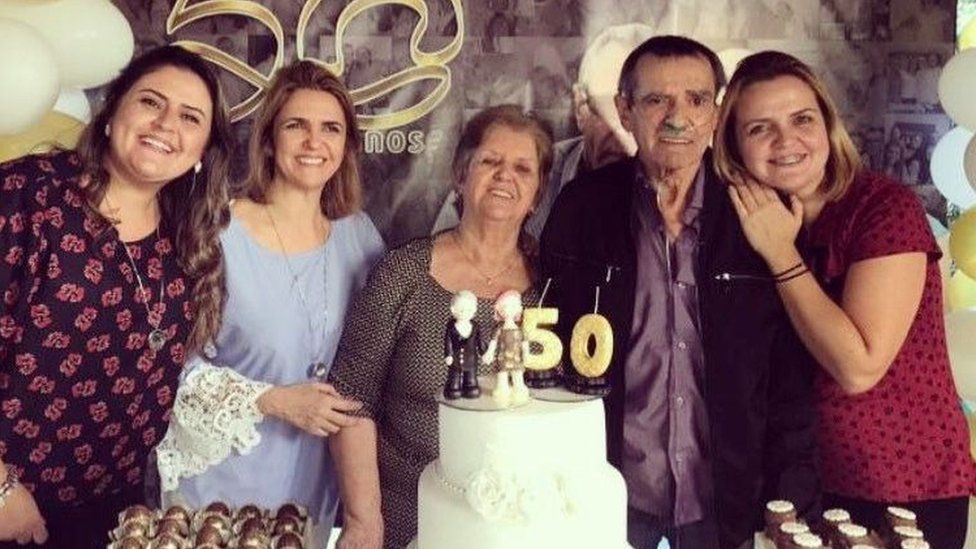 The three Castilho sister with their parents, Irene and Norberto