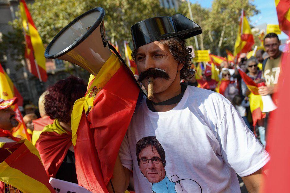 A unionist demonstrator in Barcelona, 27 October