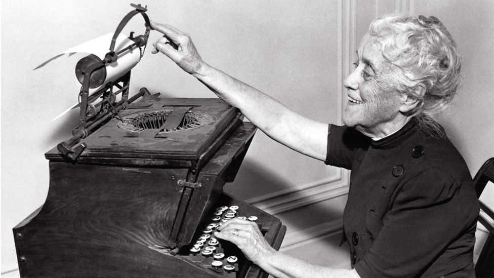 Christopher Latham Sholes' daughter Lillian Sholes Fortner demonstrating her father's typewriter in 1939