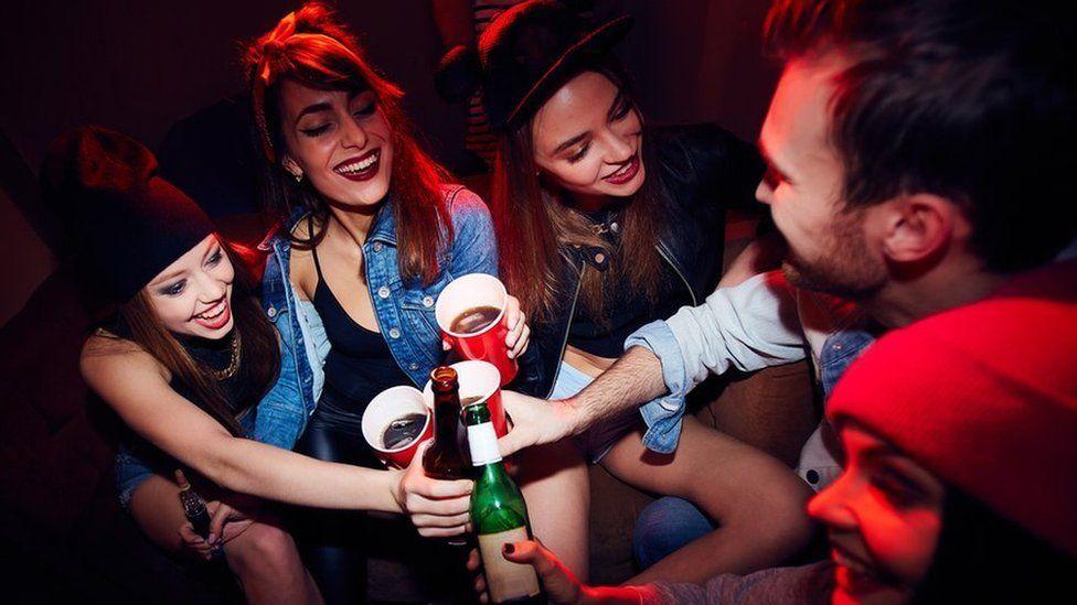 Students drinking (stock photo)