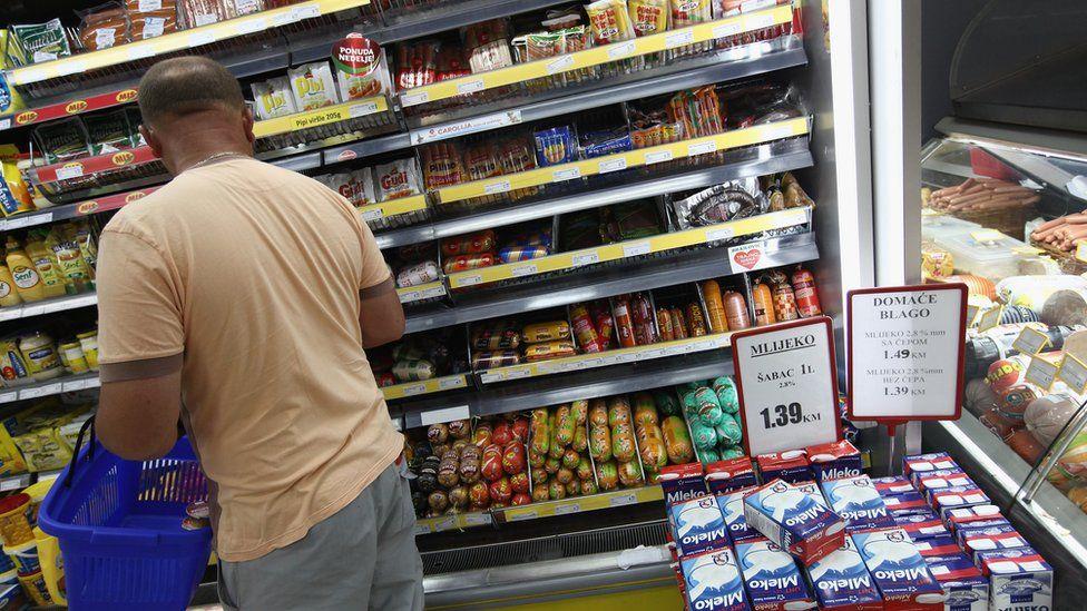 A man shopping in a Bosnian supermarket