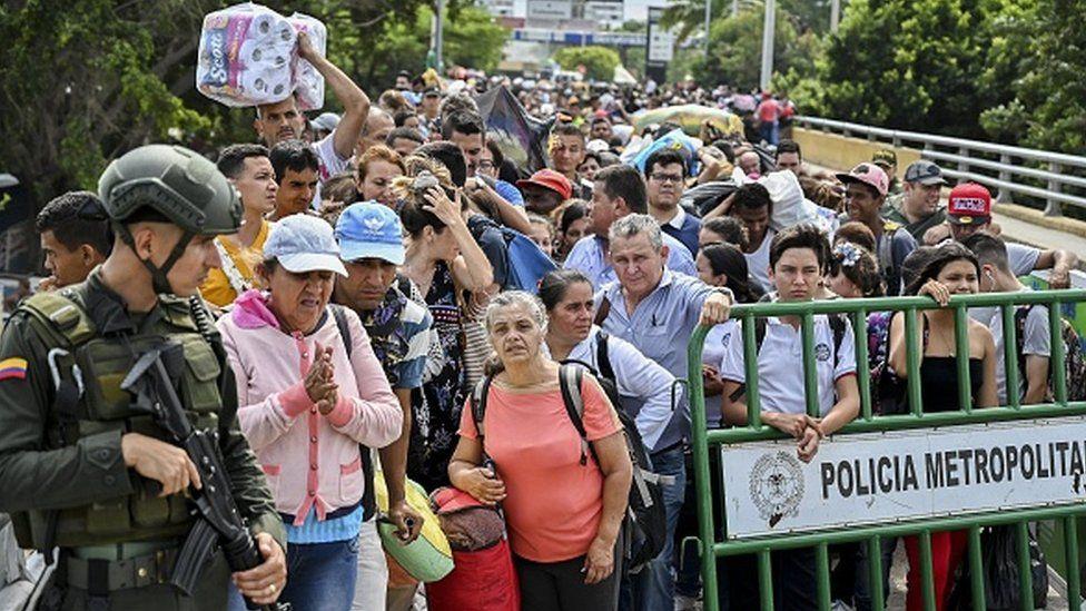Des milliers de vénézuéliens en Colombie pour s'approvisionner