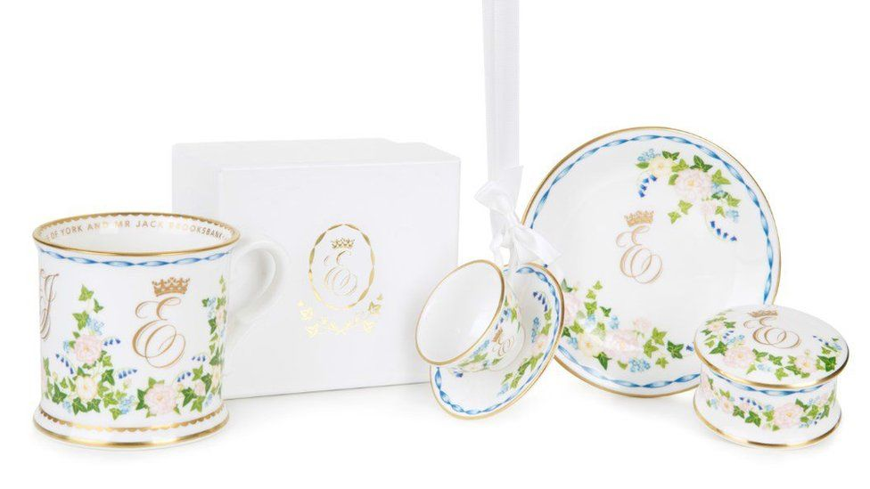 Commemorative china for the wedding