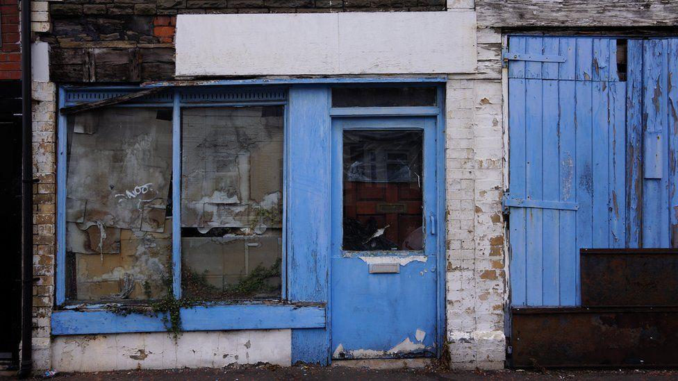Siop gornel las golau // Old shop in Roath