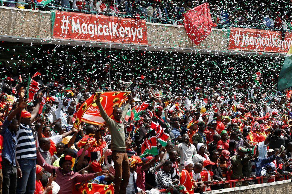 People celebrate as Uhuru Kenyatta takes the oath of office during his swearing-in ceremony at Kasarani Stadium in Nairobi, Kenya, 28 November