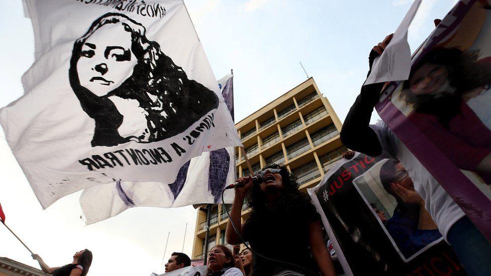 """Hundreds of Ecuadorians march under the slogan """"We want to live"""", a mobilization against gender violence for the International Day for the Elimination of Violence against Women, through the streets of Quito, Ecuador, 24 November 2018"""