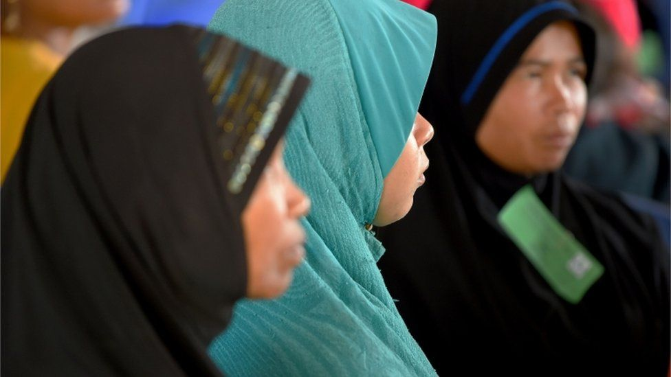Cambodian Muslim women attend the tribunal in Phnom Penh (16 Nov 2018)