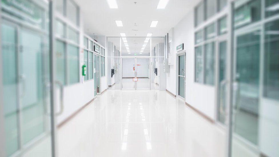corridor ysbyty