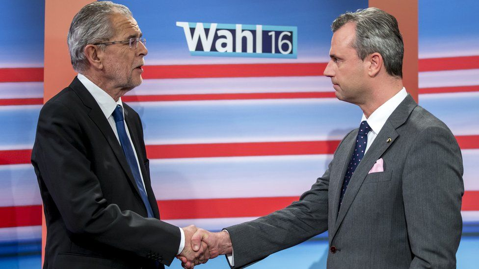 Austrian presidential candidate of the Freedom Party Norbert Hofer (R) and presidential candidate of the Green Party, Alexander Van der Bellen (L) in Vienna, 22 May 2016