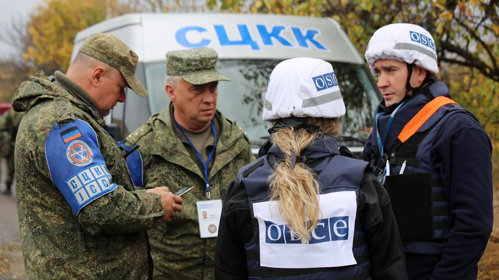 Military officials from Joint Centre for Control and Coordination (JCCC) and OSCE observers (11 Oct 19)