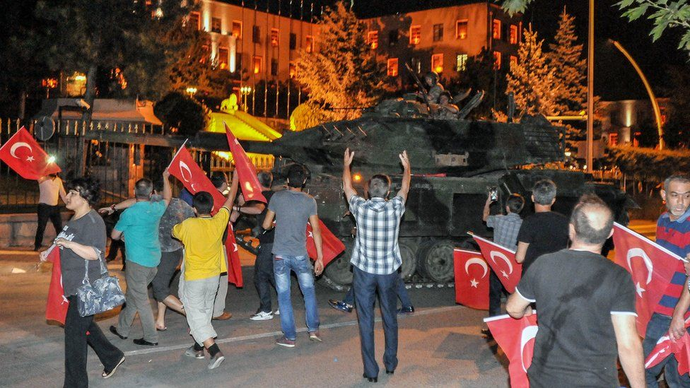 Protesters challenge a rebel tank in Ankara (16 July)