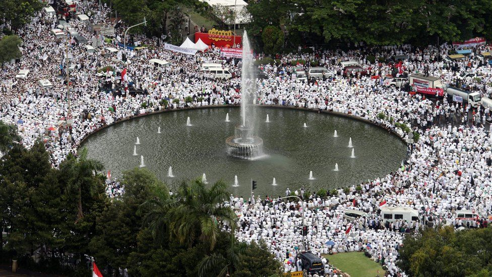 Aerial shot of thousands of holding an open-air Friday prayer session and protest at Patung Kuda in Jakarta, Indonesia, 2 December 2016.