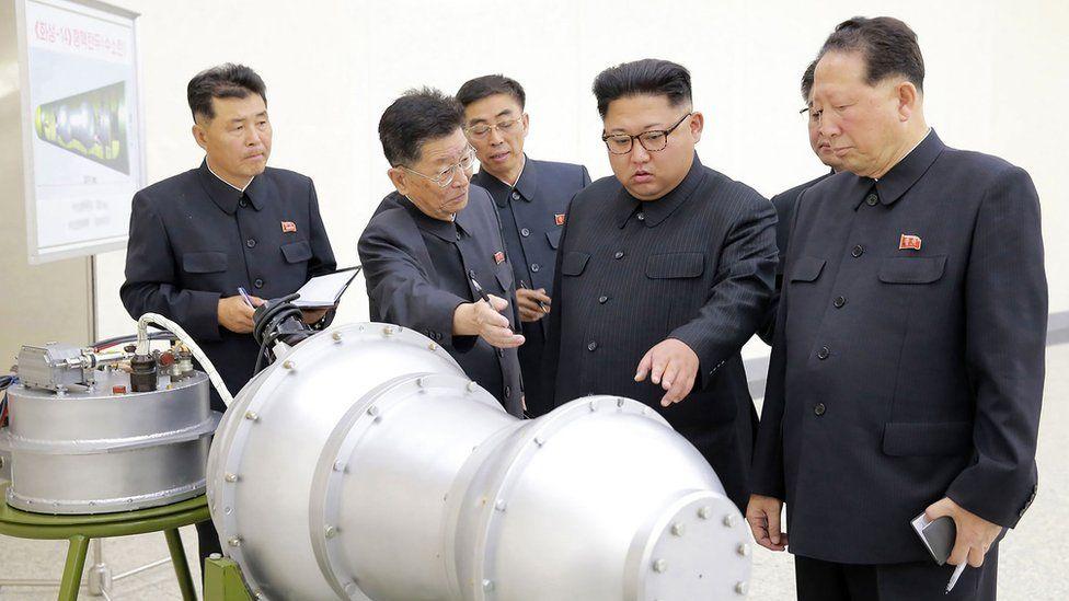 Ri Hong-sop y Hong Sung-mu: los dos científicos que dirigen el programa nuclear de Corea del Norte y son tratados como héroes por Kim Jong-un