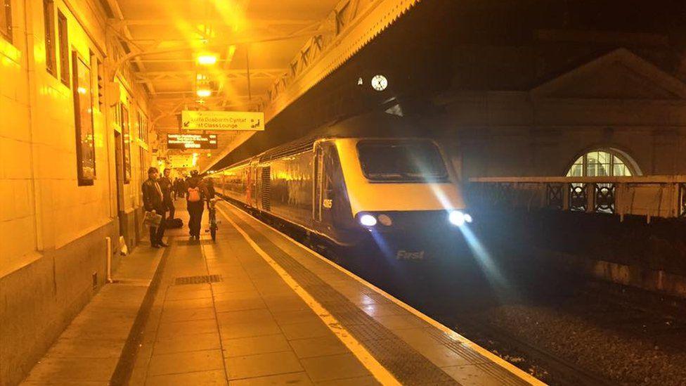 Tren Caerdydd